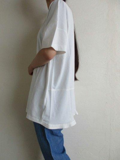 画像3: IRLY イリー       Vネック ラウンドTシャツ・ホワイト