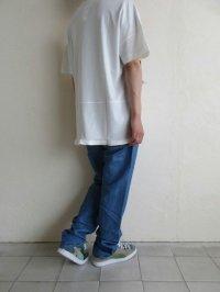 IRLY イリー       Vネック ラウンドTシャツ・ホワイト