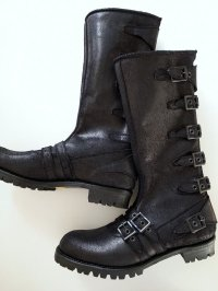 black means  Leather Strap Boots black suede