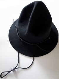 black means  MOUNTAIN HAT・ブラック