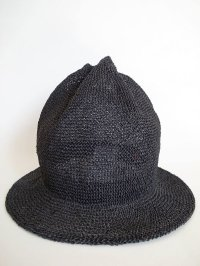 black means  MOUNTAIN STRAW HAT