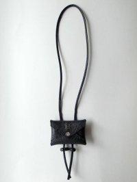 ebagos  エバゴス  型押しキップレザーフウトウバッグチャーム・ブラック
