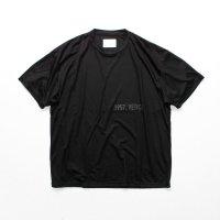 stein       PRINT TEE - HELVETICA-・BLACK